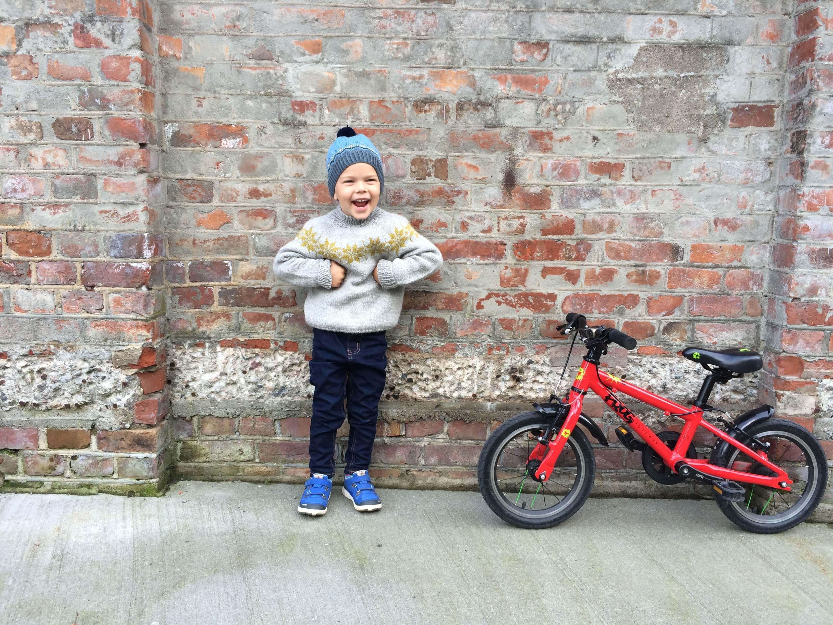 fjelltopplue-waaga-frog-bike